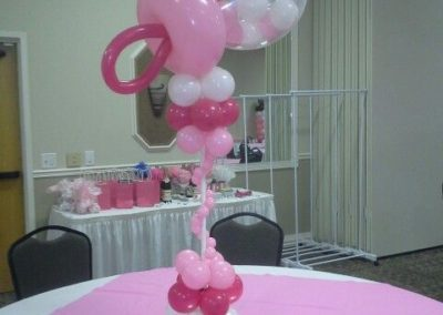 Babys-comforter-made-of-balloons-for-a-shower-party