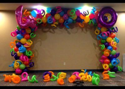 Tropical-Fun-at-40-Birthday-Arch
