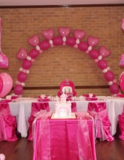 thumbs_1st-birthday-princess-floor-balloon-bouquets-for-cake-table-and-heart-balloon-arch-with-clusters