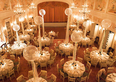 wedding-tables-with-balloons