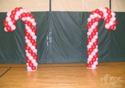 candy-canes-christmas-candy-land-theme-balloon-decor-1